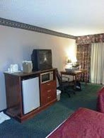 Red Lion Hotel Grants: TV, Mini-Fridge, Microwave