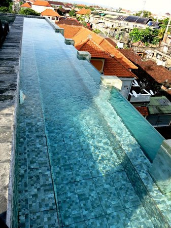 The Spot Legian : mini rooftop infinity pool