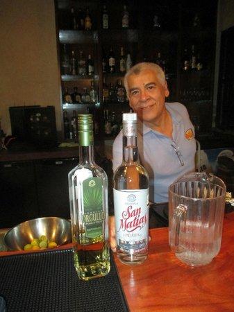 Mama's Royal Cafe : Jorge and San Matias Tequila!