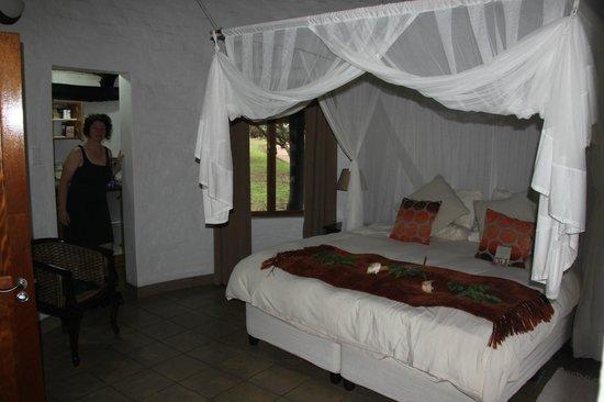 Zululand Safari Lodge: Das nett dekorierte Innere unseres Chalets