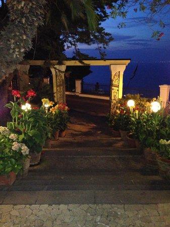 Hotel San Michele: gate