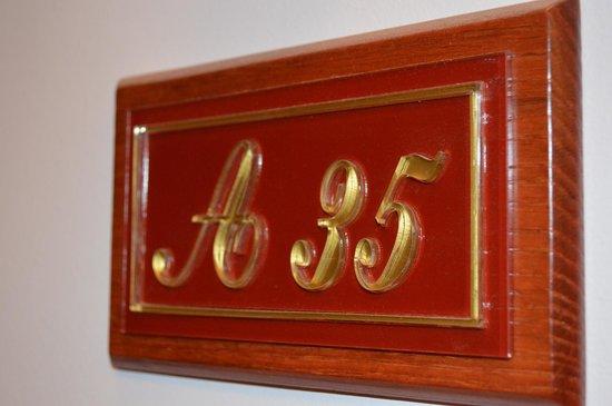 Hotel Avra : Room sign