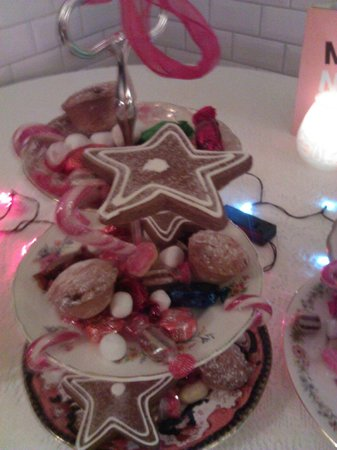 Drink Shop & Do : Christmas sweets tray