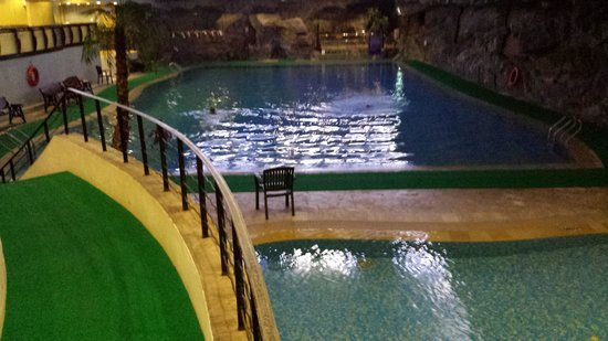 The Residence At Singapore Recreation Club: Indoor pool