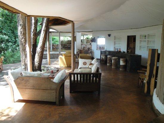 Rhino River Camp: réception salon