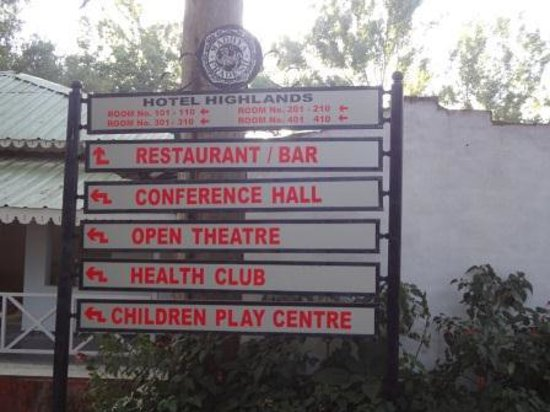 Hotel Highlands: A sign board of the facilities