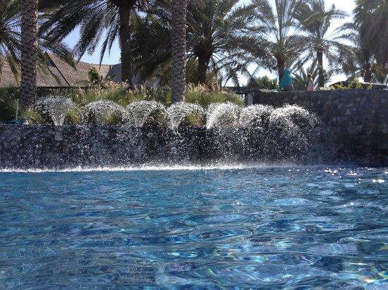 JA Jebel Ali Beach Hotel: Pool at beach level