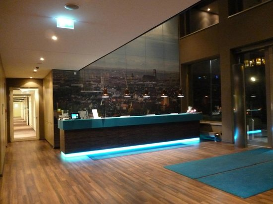 reception picture of motel one muenchen city sued. Black Bedroom Furniture Sets. Home Design Ideas