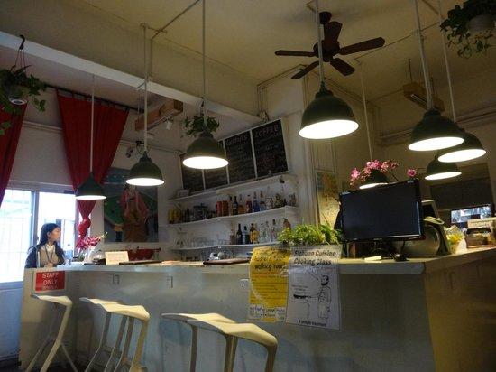 Chengdu Flipflop Lounge Hostel : bar and reception