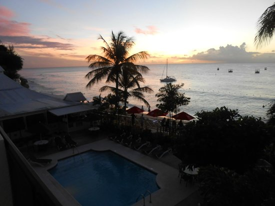 Tropical Sunset Beach Apartment Hotel: The view on arrival