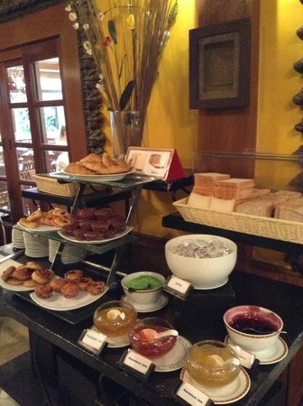 Horizon Patong Beach Resort & Spa: Breakfast area