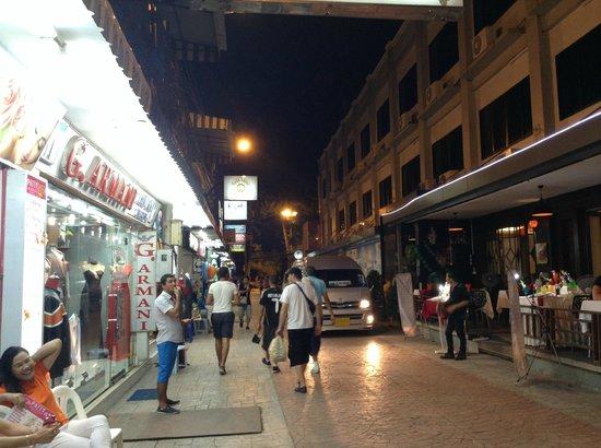 Horizon Patong Beach Resort & Spa: Just outside the hotel