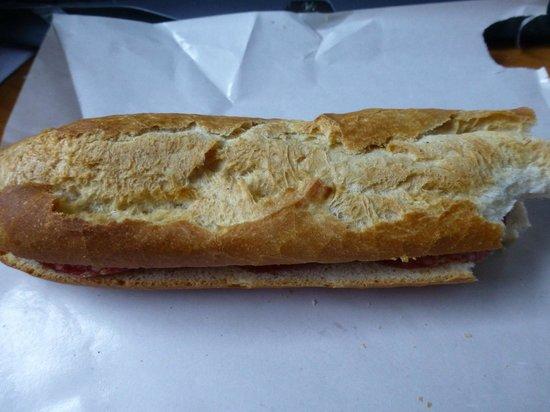 Papa Deli Bakery: Salami Baguett