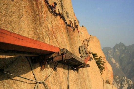 Huayin, Kina: Cliffside Path - вид снизу