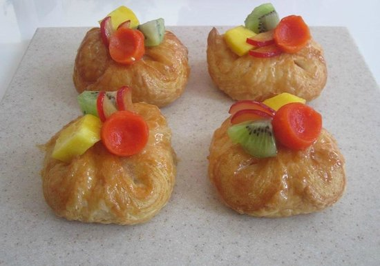 Eclair: Fruit Danish