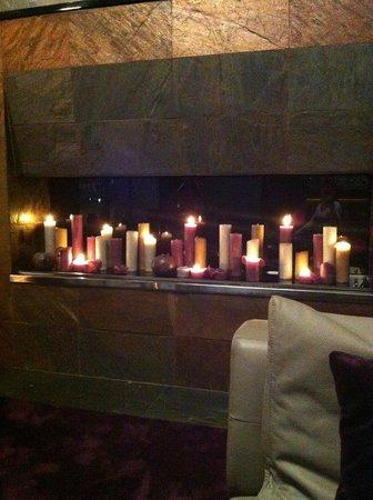 11 Mirrors Design Hotel: Вечернее лобби