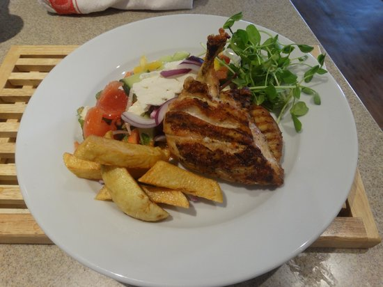 Holystone: Chicken with a greek salad