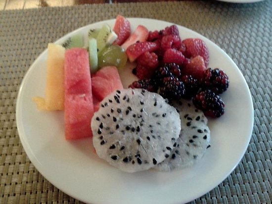 Swissotel Quito: lovely fresh fruit at breakfast