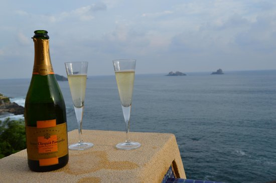 Capella Ixtapa: Enjoying some Champagne in our room