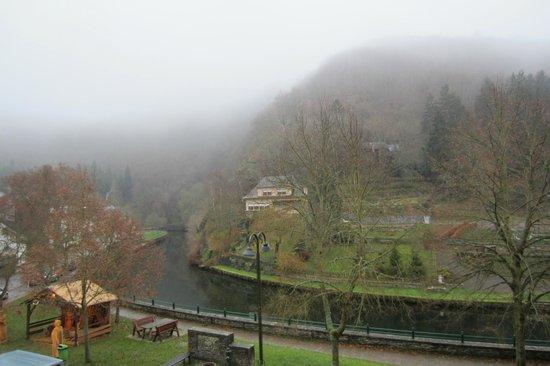 Hotel Le Postillon : Uitzicht vanuit de kamer (het was erg mistig)