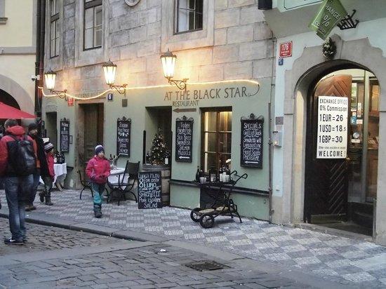 Hotel U Cerne Hvezdy : la façade du Black Star Restaurant