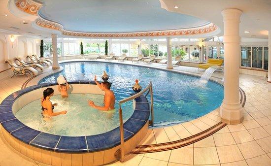 Familien Wellness Residence & Hotel TYROL: Hallenbad für Familien