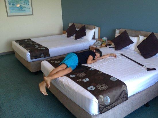 Opal Cove Resort: twin room
