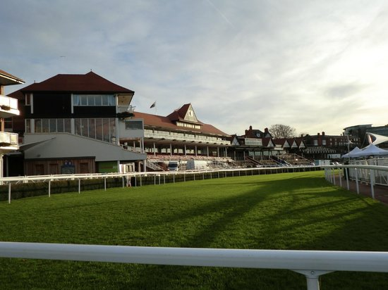 Holiday Inn Express Chester - Racecourse: race course