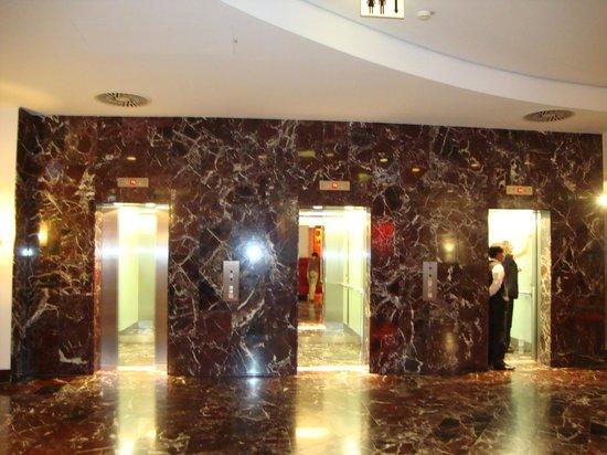 Arcotel Kaiserwasser : Лифты (только с карточкой)