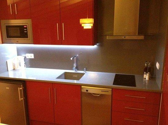 La Casa Grande De Albarracin: Cocina del apartamento Burdeos