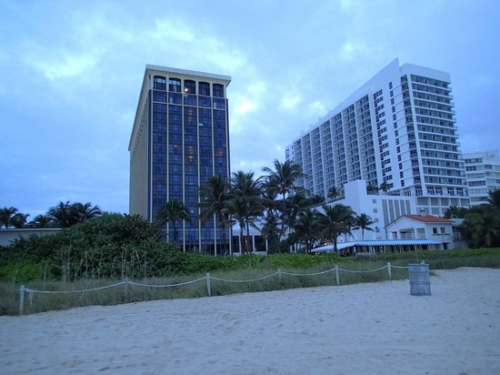 Miami Beach Resort and Spa: Left building from the beach, so close to the ocean