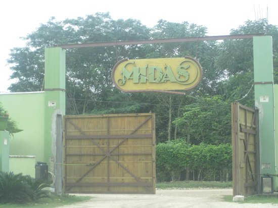 Midas Resort: Entrance