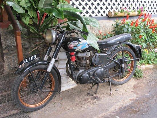 Bandarawela Hotel: Old British BSA motorcycle