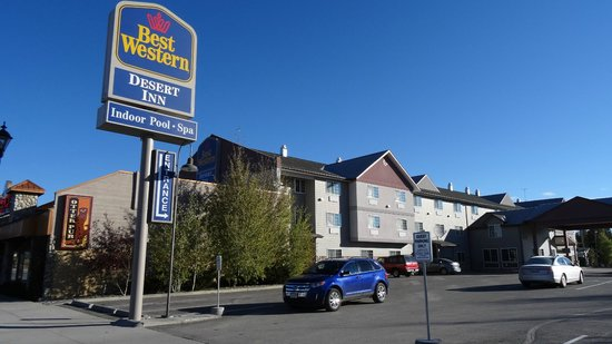 Best Western Desert Inn : view at the hotel from the main street