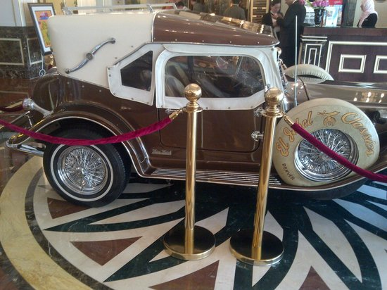 Wyndham Grand Regency Doha: 1932 model Ford on the Lobby