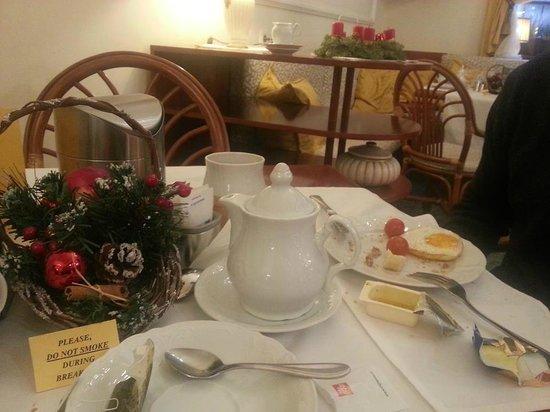 Louren Hotel: Eating