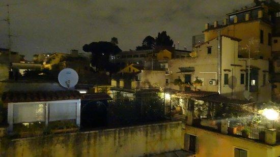 Hotel Grifo: Вид ночью