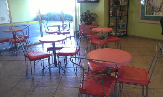 Best Western Ft. Walton Beachfront: breakfast sitting area