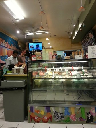 Duetto Pizza and Gelato: just like a neighborhood pizza and gelato place should be