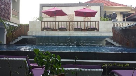 Horison Seminyak Bali: The hotel pool from the resturant, that's all they have.