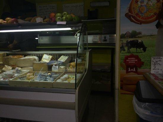 Tonton Garby: cheese counter