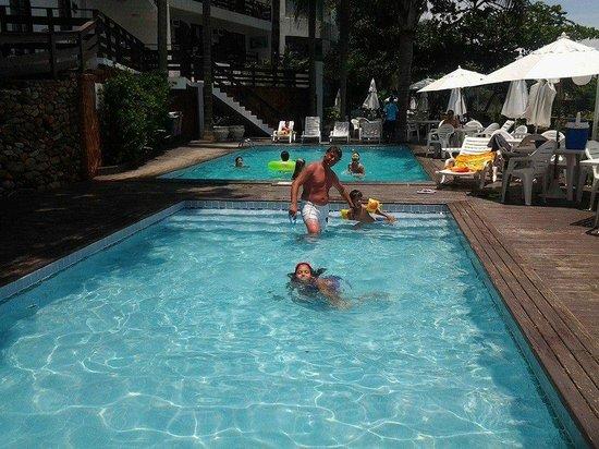 Bombinhas Praia Apart Hotel : 2 piletas de las 6 del complejo