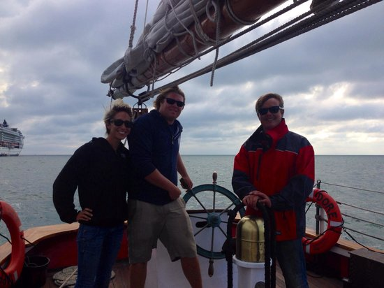 Sebago Key West: Capt. Dave and Mates Jessie and Chris made our afternoon sail a fabulous event. I cannot recomme