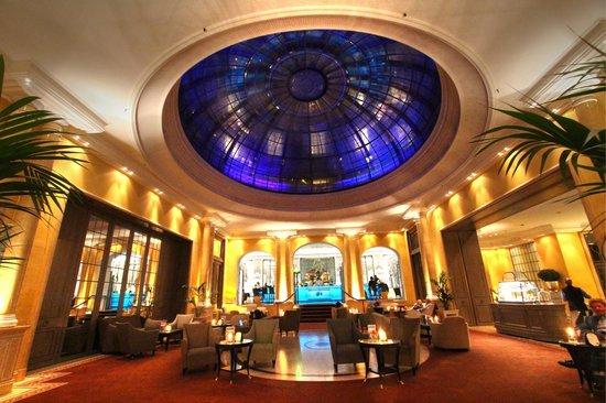 Bayerischer Hof Hotel: Hotel lobby
