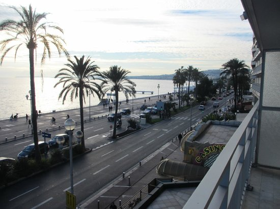 Mercure Nice Promenade des Anglais: view from 2nd floor room balcony
