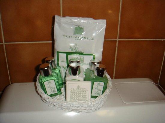 Hotel Longemalle: Косметическая корзинка в ванной