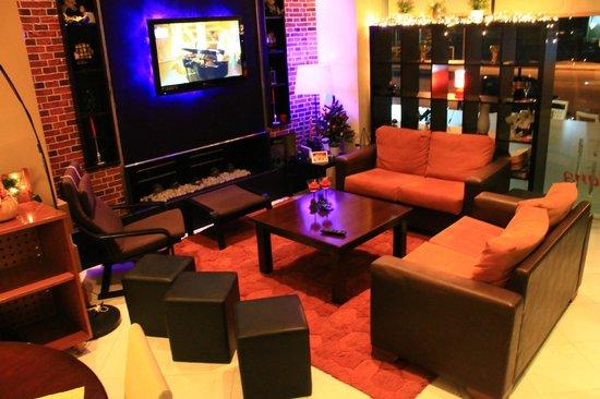 Hotel Halkidona: Tv-Room & Dinning