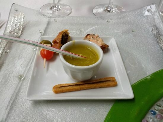 Le  Clos  Champel : Aamuse-bouches (notez la paille en plastique pour la soupe)