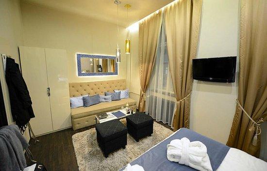 Design Hotel Jewel Prague: Nuestra habitación disponía de un pequeño sofá