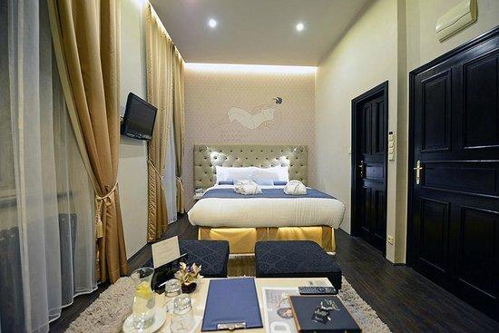 Design Hotel Jewel Prague: La habitación es amplia y cómoda